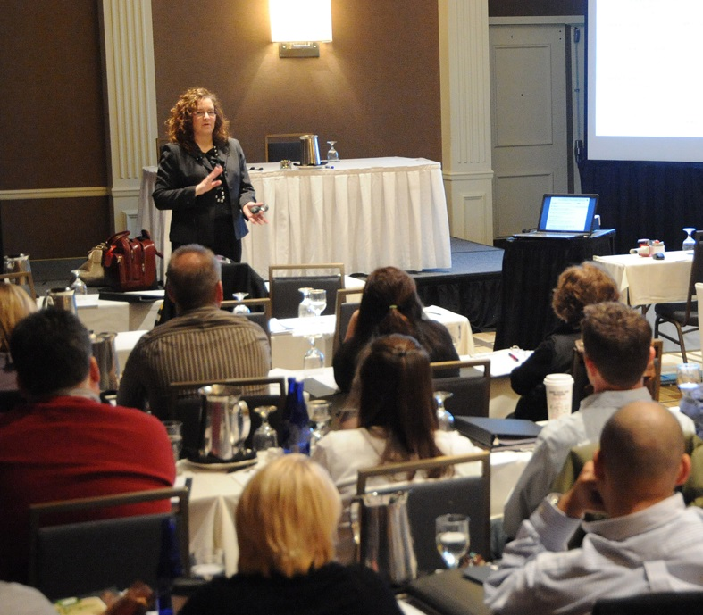 Social media training with marketing keynote professional speaker trainer Rebecca Murtagh